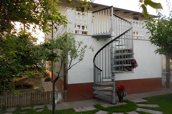 Scelta della scala esterna fra stili e modelli edizioni diversa sintonia - Scale in giardino ...